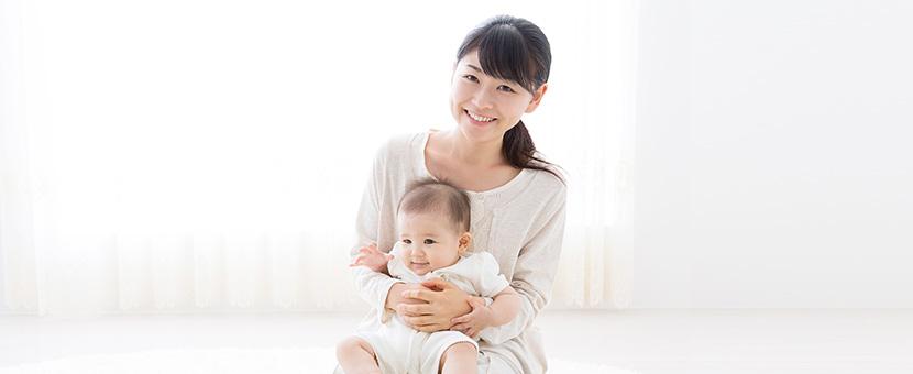 笑顔のお母さんと赤ちゃんのイメージ